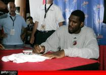 greg-oden-autograph-signing- .getty- _summer_league.jpg