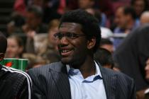 Greg Oden in a suite on the bench.jpg