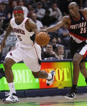 Outlaw battles Josh Smith for the loose ball.jpg