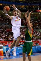 Rudy Fernandez drives to the hoop during the Olympics.jpg