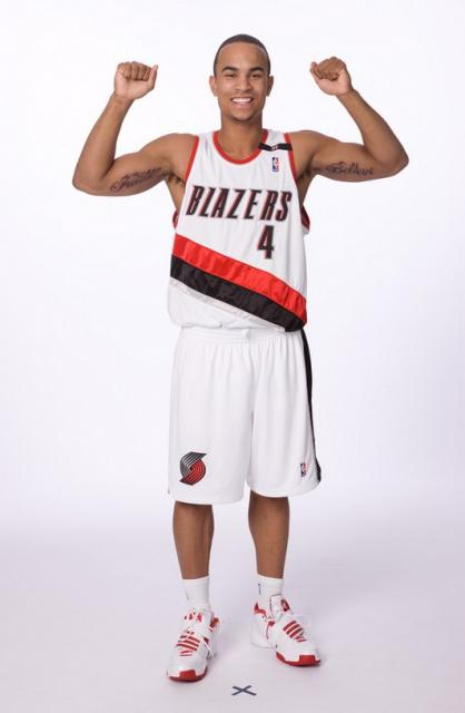Jerryd Bayless flexes his muscles during Media Day 2008.jpg