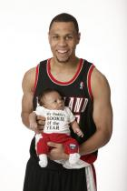 roy-baby-rookie-of-theyear- shirt- .getty- _brandon_roy_11_07_15_pm.jpg