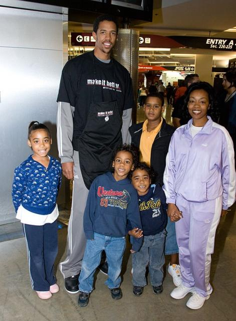 Channing Frye takes a picture with a family at the Harvest Dinner.jpg