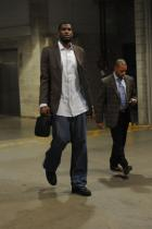 Greg Oden in a suit and jeans.jpg