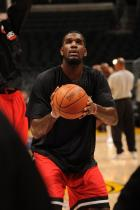 Greg Oden practices a free throw.jpg