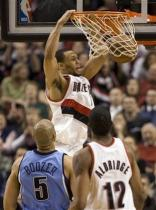Brandon Roy two hand dunks vs the Jazz.jpg