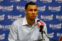 A disappointed Brandon Roy answers questions after Game 3 vs Rockets.jpg