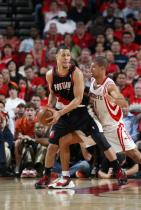 Brandon Roy looks to pass out of the post against Shane Battier.jpg
