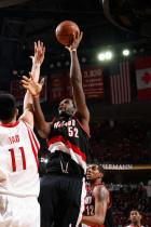 Greg Oden shoots over Yao Ming.jpg