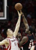 Greg Oden tries to shoot over Yao Ming.jpg