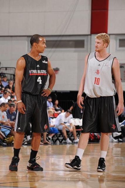 Jerryd Bayless talks to Chase Budinger during summer league.jpg