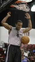 Jerryd Bayless two handed dunk during 2009 NBA summer league.jpg