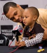 Brandon Roy Jr holds a microphone.JPG