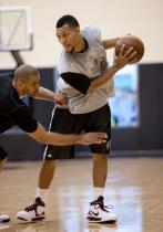 Brandon Roy is defended by Ime Udoka during practice.JPG
