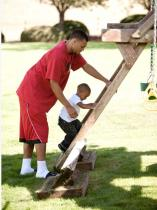 Brandon Roy guides his son up the ladder.JPG