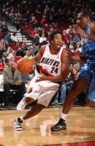 Andre Miller drives to the hole during a 2009 Preseason game.JPG