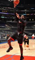 Greg Oden warms up during the pre-season 2009.JPG