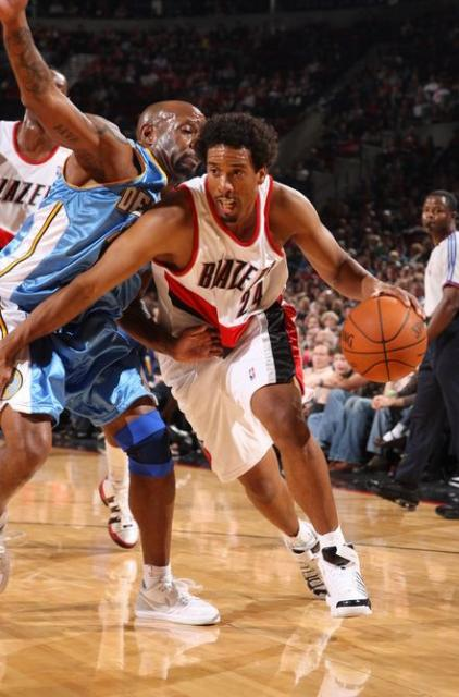 Andre Miller goes to the hoop against Denver during the 2009 Pre-season.JPG