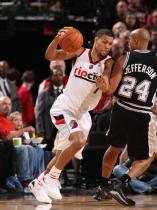 Brandon Roy in a white Rip City jersey drives around Richard Jefferson.JPG