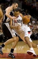 Brandon Roy drives against Manu Ginobilli.JPG