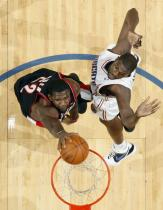 Greg Oden dunks against the Bobcats.JPG