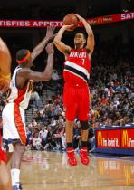 Brandon Roy in red sneakers shoots against the Warriors.JPG