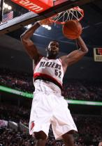 Greg Oden 2 handed dunk against the Nets.JPG