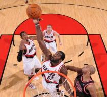 Greg Oden grabs the rebound inside vs the Bulls.JPG