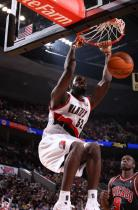 Greg Oden two handed power dunk with knee bend.JPG