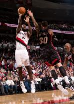 Greg Oden shoots over Michael Beasley.JPG