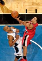 Brandon Roy elevates vs Vince Carter.JPG