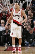 Brandon Roy smiles in a Portland home jersey.JPG
