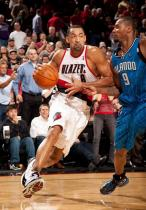 Juwan Howard drives against Rashard Lewis.JPG