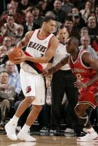 Brandon Roy vs Mbah Moute.JPG