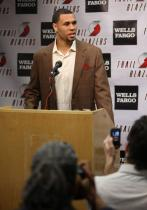 Brandon Roy talks to reporters regarding his injury.JPG