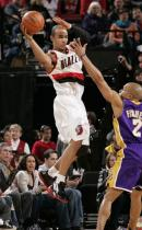Jerryd Bayless jumps to pass against Derek Fisher.JPG