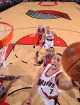 Brandon Roy layup vs the Clippers.JPG