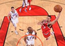 Brandon Roy goes in for a flying dunk vs the Kings.JPG