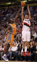 Brandon Roy shoots over J-Rich.JPG