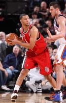 Brandon Roy works against Gallinari.JPG