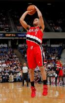 Brandon Roy elevates for a jumper in Sacramento.JPG