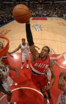 LaMarcus Aldridge goes for a dunk inside vs the Clippers at Staples Center.JPG