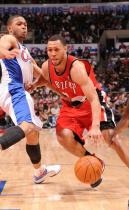 Brandon Roy pushes past Eric Gordon of the Clippers.JPG