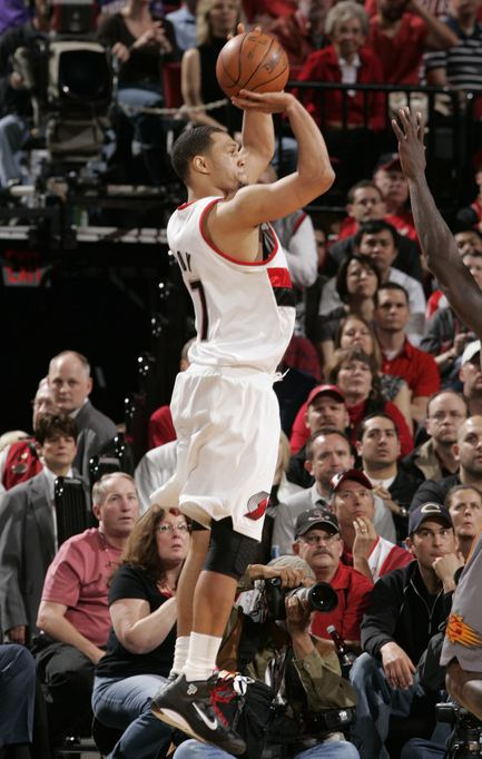 Brandon Roy elevates for a jumper vs the Suns in game 4 2010 playoffs.JPG