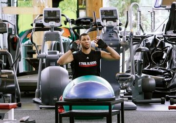 Brandon Roy working out at the gym.JPG