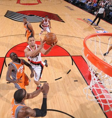 Brandon Roy goes the the basket vs the Suns during game 4 of the playoffs.JPG
