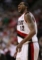 LaMarcus Aldridge roars after making a shot vs Phoenix.JPG