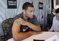 Brandon Roy talks to reporters during Blazers Media Day 2010.JPG