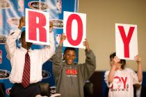 roy-rookie-of-the year-sign ullj.getty- _brandon_roy 12_27_32_am.jpg