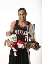 roy-trophy-and baby-fullj.getty- _brandon_roy_11 06_46_pm.jpg